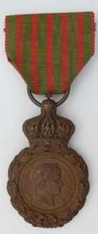 Photo numismatique  Ordres et Décorations Décorations Militaires Françaises LE SECOND EMPIRE (1852-1870) La Médaille de Sainte-Hélène (1857) Médaille de Sainte-Hélène